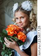 Купить «Школьница старшеклассница с букетом цветов в руках 1 сентября», эксклюзивное фото № 23567128, снято 1 сентября 2016 г. (c) Игорь Низов / Фотобанк Лори