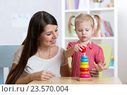 Купить «happy mother and kid daughter play together», фото № 23570004, снято 2 февраля 2016 г. (c) Оксана Кузьмина / Фотобанк Лори