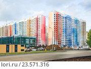 Купить «Новостройка нового квартала в районе Северный. Москва», фото № 23571316, снято 11 июля 2016 г. (c) Алёшина Оксана / Фотобанк Лори