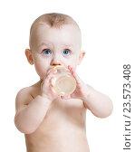 Купить «adorable child drinking from bottle», фото № 23573408, снято 13 марта 2015 г. (c) Оксана Кузьмина / Фотобанк Лори