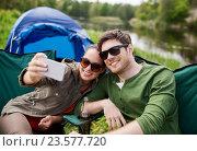 Купить «couple of travelers taking selfie by smartphone», фото № 23577720, снято 27 мая 2016 г. (c) Syda Productions / Фотобанк Лори