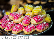 Купить «close up of glazed eclair pile on serving tray», фото № 23577732, снято 11 июня 2016 г. (c) Syda Productions / Фотобанк Лори