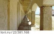 Купить «Прогулка под древними сводами», видеоролик № 23581168, снято 23 сентября 2016 г. (c) Discovod / Фотобанк Лори