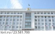 Купить «Здание Правительства Республики Башкортостан в Уфе», видеоролик № 23581700, снято 30 июня 2016 г. (c) Mikhail Erguine / Фотобанк Лори