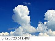 Купить «Кучевые облака на голубом небе», фото № 23611408, снято 1 июля 2016 г. (c) Сергей Трофименко / Фотобанк Лори