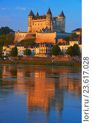 Купить «Saumur, Castle, Chateau de Saumur, Saumur Castle, Dawn, Maine et Loire, Loire Valley, Loire River, Val de Loire, UNESCO World Heritage Site, France.», фото № 23617028, снято 22 мая 2015 г. (c) age Fotostock / Фотобанк Лори