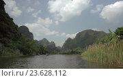 Купить «Trang an bai in Hanoi, Vietnam on a scenic river sailing boat with tourists», видеоролик № 23628112, снято 10 июня 2016 г. (c) Данил Руденко / Фотобанк Лори