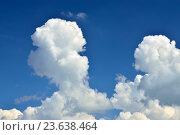 Купить «Кучевые облака на голубом небе», фото № 23638464, снято 1 июля 2016 г. (c) Сергей Трофименко / Фотобанк Лори