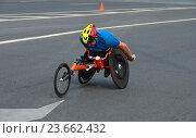 Купить «Спортсмен-инвалид на специальном велосипеде. Музыкальный полумарафон 14 августа 2016 года в Москве», эксклюзивное фото № 23662432, снято 14 августа 2016 г. (c) lana1501 / Фотобанк Лори