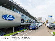 Купить «Khimki, Russia - September 12.2016. Car Dealer to sell cars Ford and Rolf», фото № 23664956, снято 12 сентября 2016 г. (c) Володина Ольга / Фотобанк Лори