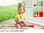 little girl playing and hugging loving pet kitten. Стоковое фото, фотограф Оксана Кузьмина / Фотобанк Лори