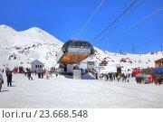 Купить «Станция гондольной канатной дороги на гору Эльбрус. Первый уровень», фото № 23668548, снято 1 мая 2015 г. (c) Parmenov Pavel / Фотобанк Лори