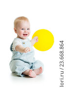 Купить «Happy baby boy with yellow ballon isolated on white», фото № 23668864, снято 18 декабря 2013 г. (c) Оксана Кузьмина / Фотобанк Лори