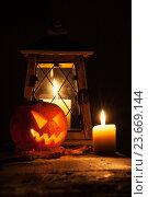 Купить «Горящая свеча и тыква для праздника Хеллоуин», фото № 23669144, снято 10 ноября 2015 г. (c) Иван Михайлов / Фотобанк Лори