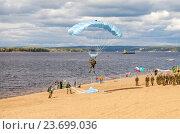 Купить «Military parachutists jumper on a  wing parachute execute a controlled descent by parachute on a beach», фото № 23699036, снято 11 сентября 2016 г. (c) FotograFF / Фотобанк Лори
