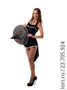 Купить «Молодая женщина в черном костюме на Хеллоуин позирует в студии», фото № 23705924, снято 22 сентября 2016 г. (c) Андрей Сокол / Фотобанк Лори