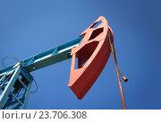 Купить «Нефтяной насос на фоне неба», фото № 23706308, снято 18 июня 2016 г. (c) Курганов Александр / Фотобанк Лори