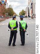 Купить «Russian police patrol officers of the State Automobile Inspectorate regulate traffic on city street», фото № 23707140, снято 11 сентября 2016 г. (c) FotograFF / Фотобанк Лори