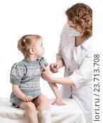 Купить «doctor injecting or vaccinating child isolated on a white», фото № 23713708, снято 27 февраля 2013 г. (c) Оксана Кузьмина / Фотобанк Лори