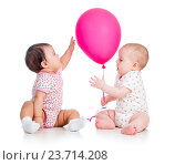 Купить «babies girls play red ballon isolated on white», фото № 23714208, снято 8 февраля 2013 г. (c) Оксана Кузьмина / Фотобанк Лори