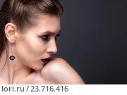 Портрет девушки с выразительными глазами. Стоковое фото, фотограф Вячеслав Чернявский / Фотобанк Лори