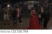 Купить «Photo shoot of wedding couple in Hanoi, Vietnam», видеоролик № 23726764, снято 27 октября 2015 г. (c) Данил Руденко / Фотобанк Лори