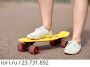 Купить «close up of female feet riding short skateboard», фото № 23731892, снято 28 июля 2016 г. (c) Syda Productions / Фотобанк Лори