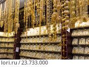Золотые украшения на рынке в Дубаи. Стоковое фото, фотограф Олег Жуков / Фотобанк Лори