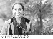 Купить «mature woman in autumn», фото № 23733216, снято 21 сентября 2012 г. (c) Яков Филимонов / Фотобанк Лори