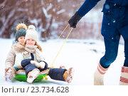 Купить «Маленькие девочки катаются на санках», фото № 23734628, снято 8 января 2016 г. (c) Дмитрий Травников / Фотобанк Лори