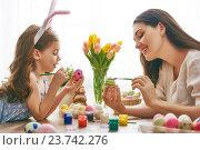Купить «family preparing for Easter», фото № 23742276, снято 7 февраля 2016 г. (c) Константин Юганов / Фотобанк Лори