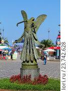 """Статуя """"Фея"""" в городе Батуми, Грузия (2016 год). Редакционное фото, фотограф Артём Крылов / Фотобанк Лори"""