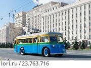 Купить «Единственный сохранившийся троллейбус ЯТБ-1 1936 г. выпуска. Праздник московского троллейбуса. 83-летие троллейбусов в Москве», эксклюзивное фото № 23763716, снято 1 октября 2016 г. (c) Алексей Бок / Фотобанк Лори