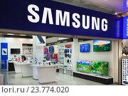 """Галерея цифровых технологий, магазин """"Samsung"""" в торговом центре (2016 год). Редакционное фото, фотограф Victoria Demidova / Фотобанк Лори"""