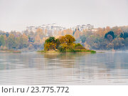 Купить «Малиновые острова на озере Сенеж», фото № 23775772, снято 3 октября 2016 г. (c) Алёшина Оксана / Фотобанк Лори