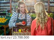 Купить «Male staff assisting woman in selecting fresh vegetables», фото № 23788000, снято 17 мая 2016 г. (c) Wavebreak Media / Фотобанк Лори