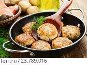Купить «Картофельные котлеты с семгой», фото № 23789016, снято 13 октября 2016 г. (c) Надежда Мишкова / Фотобанк Лори