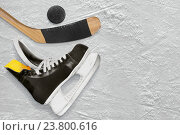 Купить «Хоккейные клюшка, коньки и шайба», фото № 23800616, снято 22 декабря 2013 г. (c) Дмитрий Грушин / Фотобанк Лори