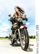 Сексуальная девушка на мотоцикле. Стоковое фото, фотограф Игорь Бородин / Фотобанк Лори