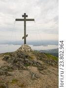 Поклонный крест на горе Крестовой. Город Кандалакша (2016 год). Стоковое фото, фотограф Анатолий Гуреев / Фотобанк Лори