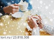 Купить «close up of couple drinking tea at cafe», фото № 23818308, снято 23 января 2016 г. (c) Syda Productions / Фотобанк Лори