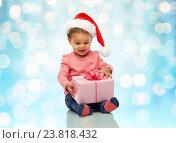 Купить «happy little baby girl with christmas present», фото № 23818432, снято 6 января 2016 г. (c) Syda Productions / Фотобанк Лори