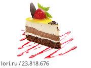 Купить «Кусок торта с клубникой», фото № 23818676, снято 25 июля 2012 г. (c) Ekaterina Demidova / Фотобанк Лори