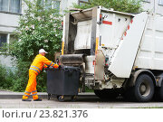 Urban recycling waste and garbage services. Стоковое фото, фотограф Дмитрий Калиновский / Фотобанк Лори