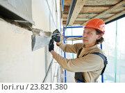 Купить «facade builder plasterer at work», фото № 23821380, снято 16 сентября 2013 г. (c) Дмитрий Калиновский / Фотобанк Лори