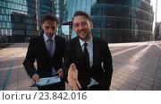Два бизнес конкурента делают предложение. Стоковое видео, видеограф Алексей Собченко / Фотобанк Лори