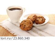 Печенье с шоколадом и чашка кофе. Стоковое фото, фотограф Allika / Фотобанк Лори