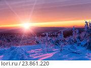 Купить «Красивый багровый закат в зимних горах», фото № 23861220, снято 7 января 2016 г. (c) Евгений Ткачёв / Фотобанк Лори
