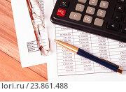 Купить «Черный калькулятор, ручка, очки и финансовая отчетность на столе», фото № 23861488, снято 18 сентября 2016 г. (c) Андрей Липинский / Фотобанк Лори