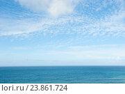 Атлантический океан и небо с белыми облаками. Португалия (2016 год). Стоковое фото, фотограф E. O. / Фотобанк Лори